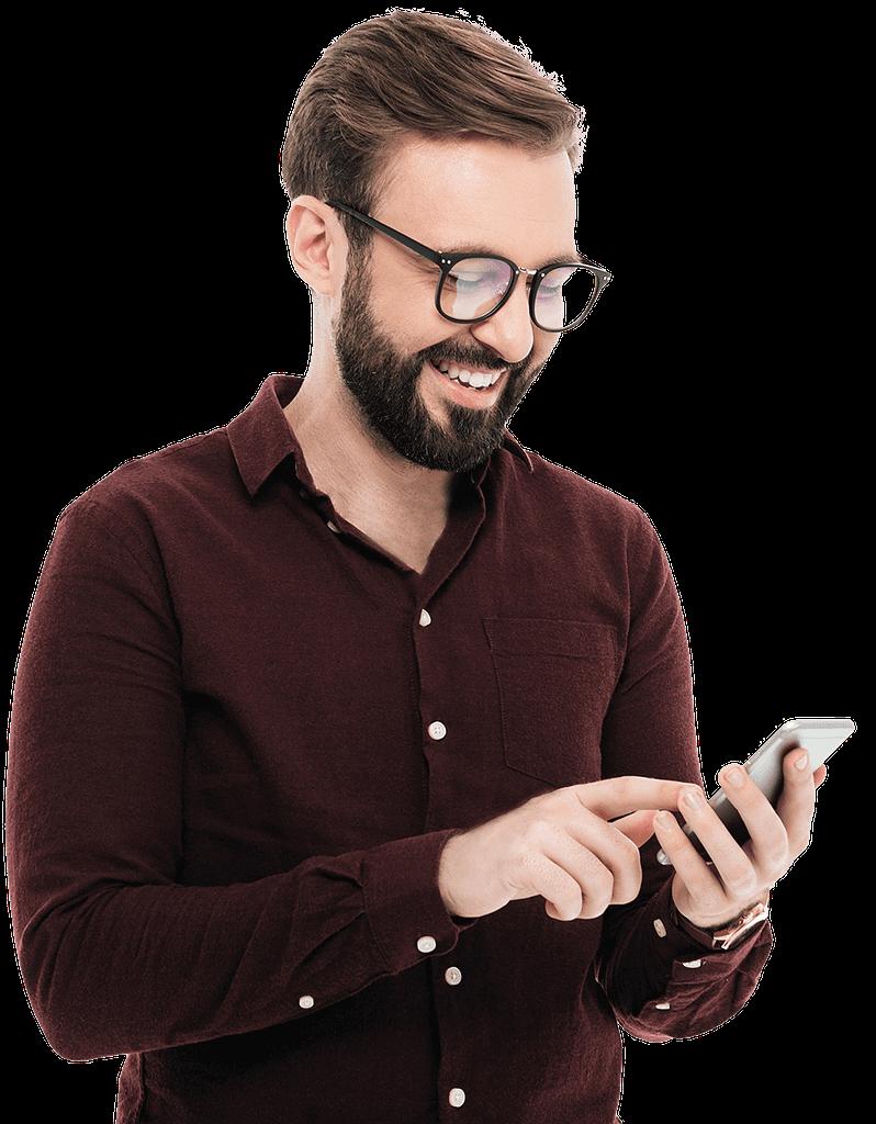 Junger Mann am Smartphone